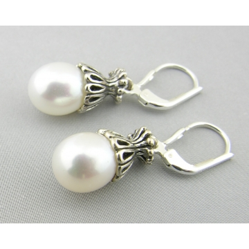 White Lattice Pearls
